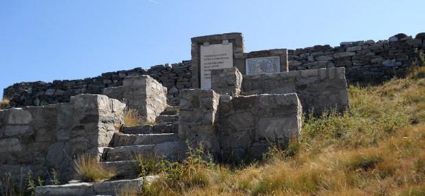 Споменик на паднатите борци во Втората светска војна во Мариово